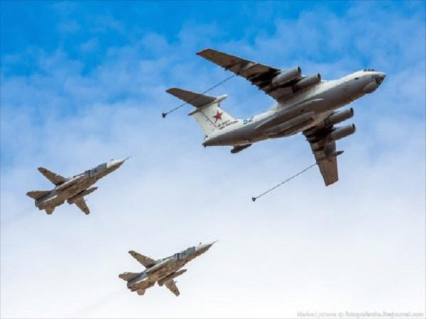 Rợp trời máy bay trên tại Quảng trưởng Đỏ của Nga ảnh 11