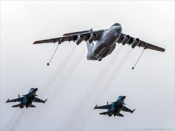 Rợp trời máy bay trên tại Quảng trưởng Đỏ của Nga ảnh 12