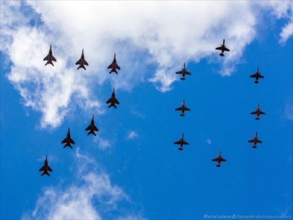 Rợp trời máy bay trên tại Quảng trưởng Đỏ của Nga ảnh 1