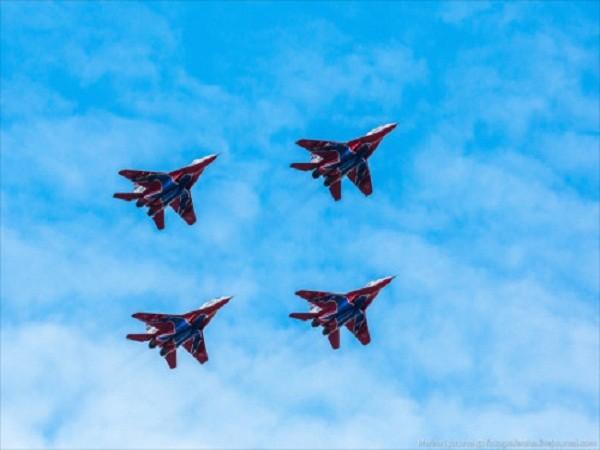 Rợp trời máy bay trên tại Quảng trưởng Đỏ của Nga ảnh 4