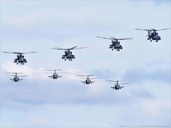 Rợp trời máy bay trên tại Quảng trưởng Đỏ của Nga ảnh 19