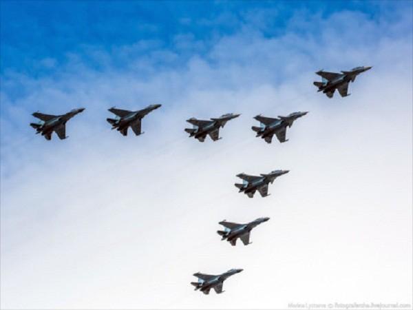 Rợp trời máy bay trên tại Quảng trưởng Đỏ của Nga ảnh 8