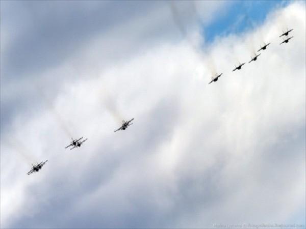 Rợp trời máy bay trên tại Quảng trưởng Đỏ của Nga