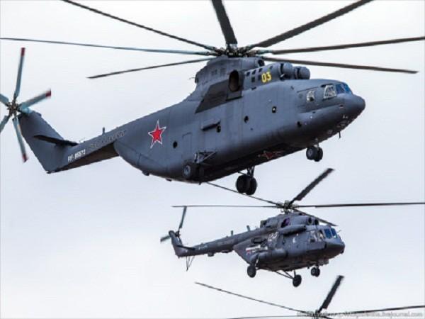 Rợp trời máy bay trên tại Quảng trưởng Đỏ của Nga ảnh 18