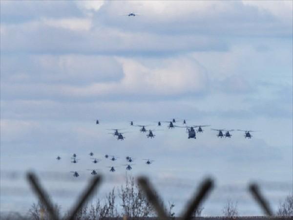 Rợp trời máy bay trên tại Quảng trưởng Đỏ của Nga ảnh 16