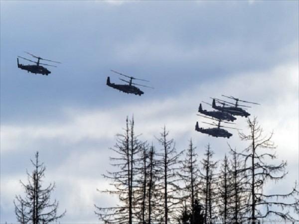 Rợp trời máy bay trên tại Quảng trưởng Đỏ của Nga ảnh 20