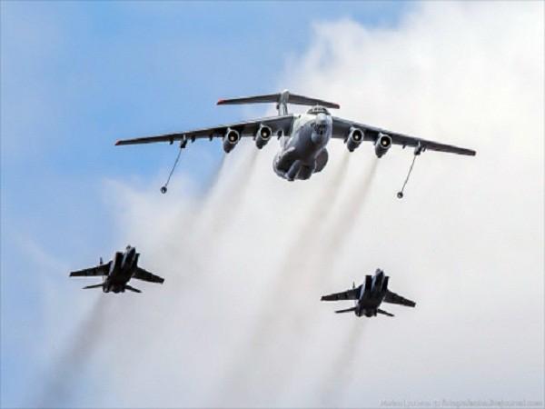 Rợp trời máy bay trên tại Quảng trưởng Đỏ của Nga ảnh 10