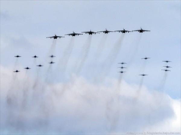 Rợp trời máy bay trên tại Quảng trưởng Đỏ của Nga ảnh 3
