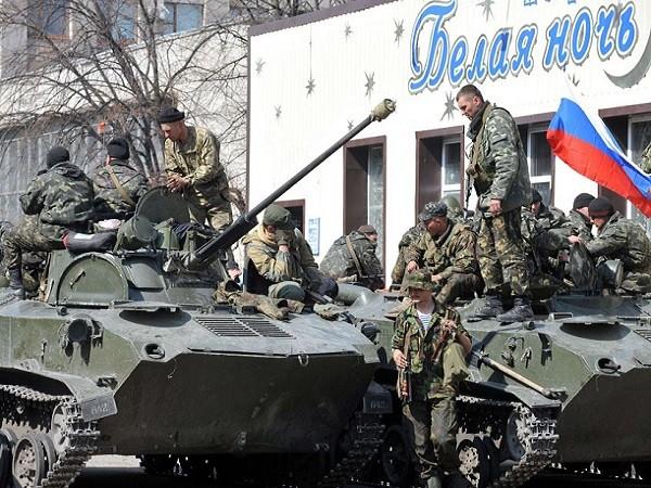 Xe tăng Nga bị cáo buộc triển khai tại miền đông Ukraine