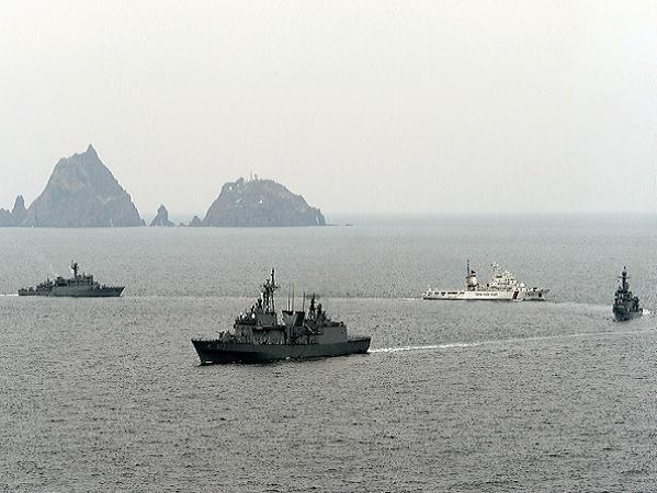 Các tàu hải quân Hàn Quốc tham gia một cuộc tập trận tại Dokdo trong năm