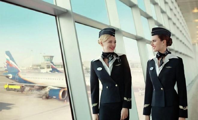 Đây là những bộ đồng phục của phi hành đoàn ra mắt năm 2010, được đánh giá là đẹp nhất, thanh lịch nhất trong các trang phục tiếp viên hàng không