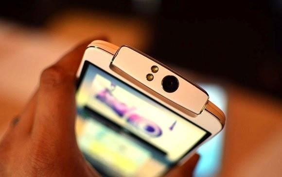 Top 5 smart phone được trang bị đèn flash LED cùng với camera trước ảnh 5