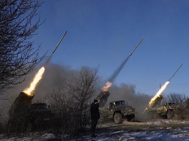 NATO khuyên Ukraine không nên nghĩ xa xôi trong khi đất nước còn chiến tranh