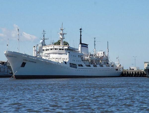 Tàu khảo sát đại dương Đô đốc Vladimirsky của hải quân Nga