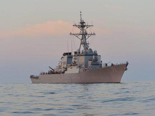 Tàu khu trục USS Ross của Mỹ bị máy bay Nga xua đuổi trên Biển Đen