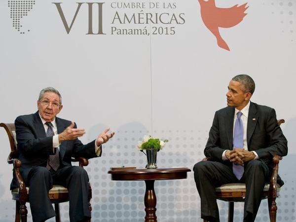 Chủ tịch Cuba Raul Castro và Tổng thống Mỹ Barack Obama tại hội nghị thượng đỉnh tháng 12-2014 ở Panama