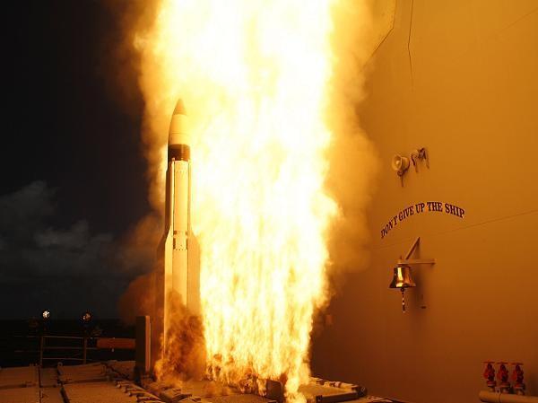 Tên lửa SM-3 được phóng từ tàu tuần dương trang bị Hệ thống chiến đấu Aegis, USS Lake Erie