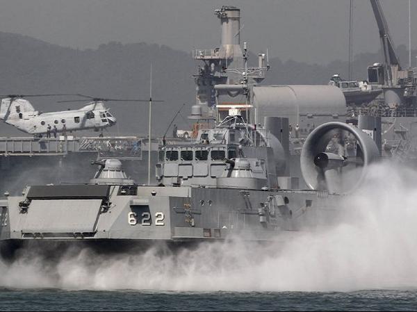 Priboy được trang bị 2 tàu đổ bộ đệm khí Project 12061М lớp Murena giống loại đã bán cho hải quân Hàn Quốc