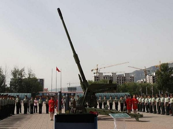 Pháo 125mm được bàn giao cho quân đội Trung Quốc hôm 10-6