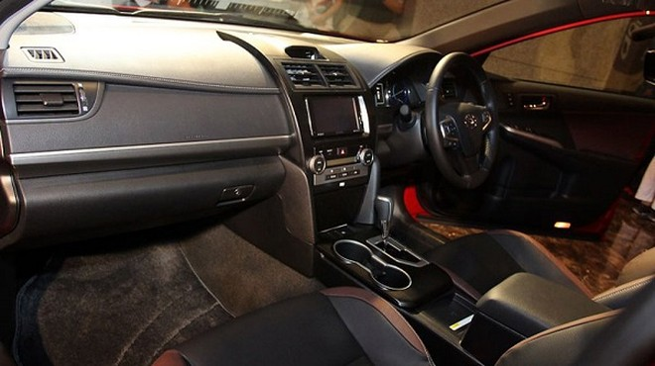 Toyota Camry mang dáng dấp thể thao ảnh 4