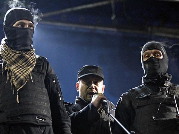 Lãnh đạo nhóm Right Sector Dmitry Yarosh (giữa)