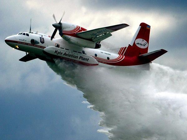 Máy bay vận tải phiên bản cứu hỏa AN-32 của Ukraine