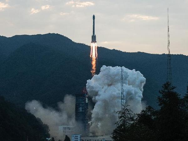 Tên lửa đẩy Trường Chinh 3B mang theo vệ tinh Bắc Đẩu được phóng ngày 30-9-2015