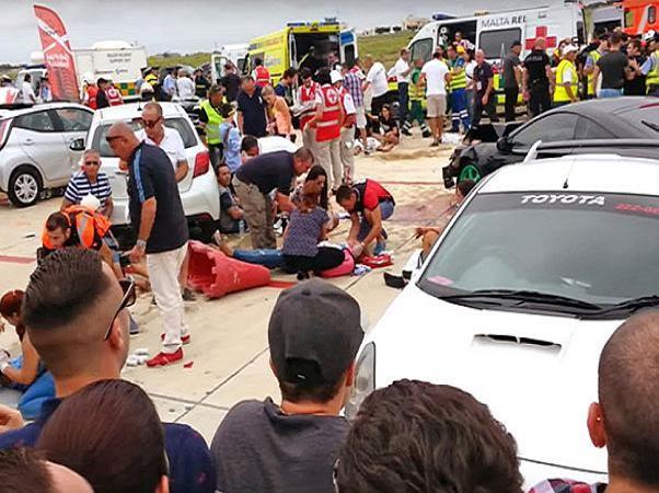 Triệu phú Anh lái Porsche 918 Spyder gây tai nạn cho hàng chục người