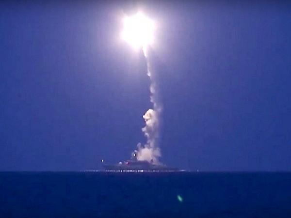 Tàu chiến Nga phóng tên lửa hành trình tấn công các mục tiêu của IS tại Syria