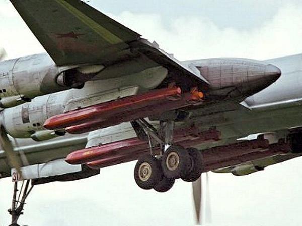Nga còn có tên lửa hành trình siêu xa Kh-101/102 trên các máy bay ném bom chiến lược