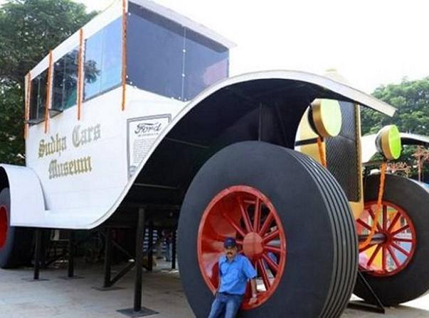 Chiếc xe ô tô khổng lồ của ông Sudhakar Yadav