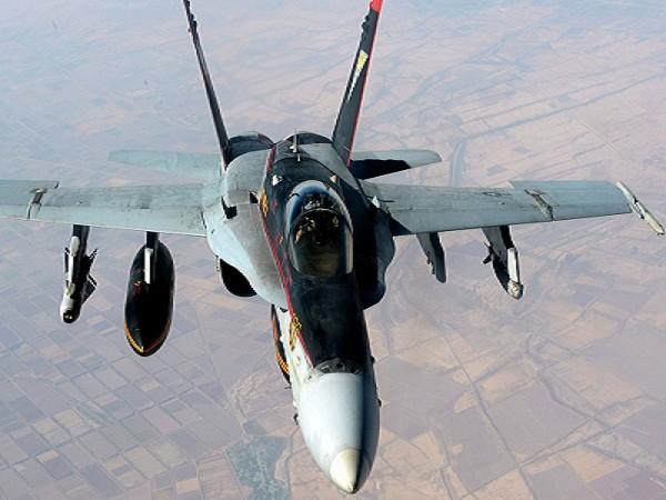 Máy bay chiến đấu F-18E của Mỹ tham gia các cuộc không kích chống IS
