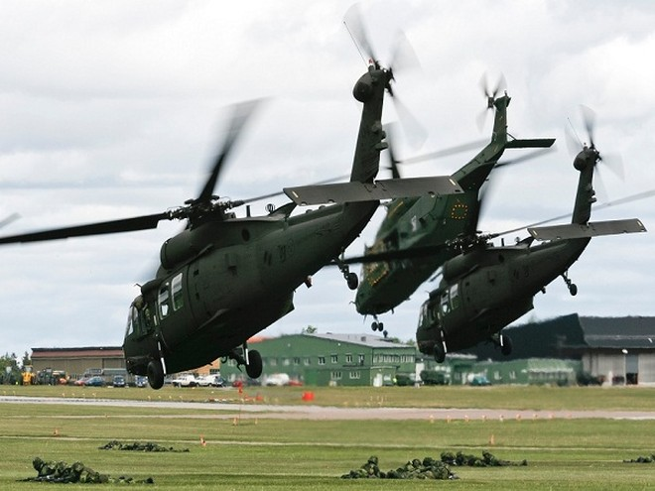Trực thăng UH-60M Black Hawk và NH-90 của quân đội Thụy Điển