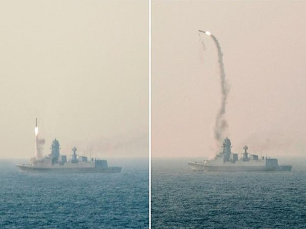 Tên lửa hành trình BrahMos được phóng từ tàu INS Kochi hôm 1-11