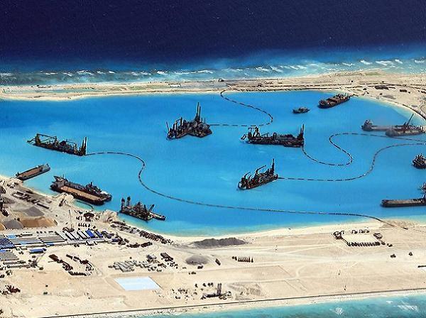 Trung Quốc đang xây đảo nhân tạo trái phép trên biển Đông để yêu sách chủ quyền phi lý