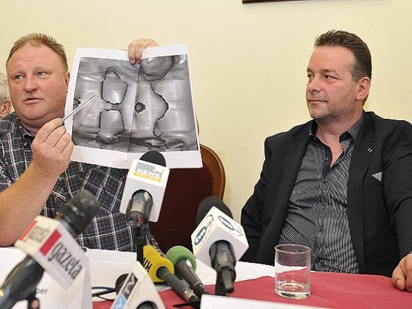 Hai ông Piotr Koper và Andreas Richter công bố hình ảnh radar GPR về đoàn tàu