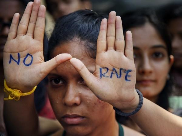 Ấn Độ: Lại thêm bé gái 15 tuổi bị cưỡng hiếp tập thể ảnh 1