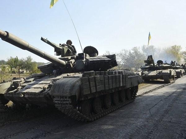 Xe tăng của quân đội Ukraine triển khai tại miền đông