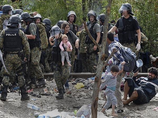 Con đường tị nạn của người di cư luôn đầy rẫy những hiểm nguy (Ảnh minh họa)