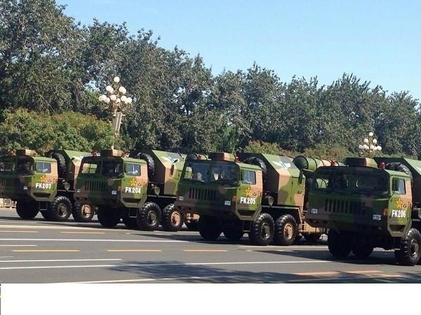Hệ thống tên lửa HQ trong một lễ duyệt binh tại Trung Quốc