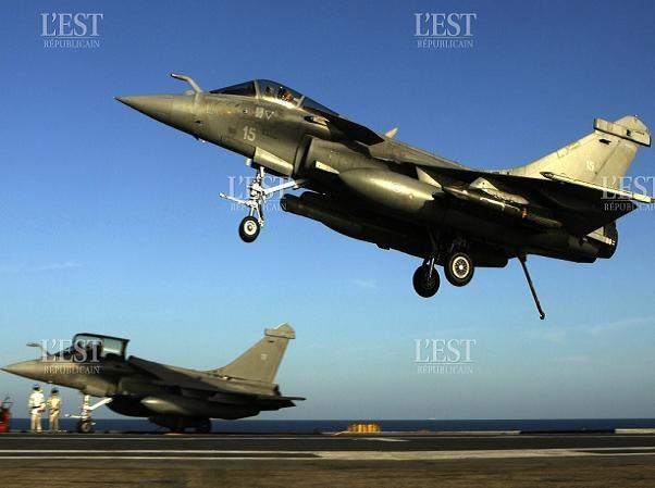 Máy bay chiến đấu Rafale của Pháp cất cánh từ tàu sân bay Charles de Gaulle