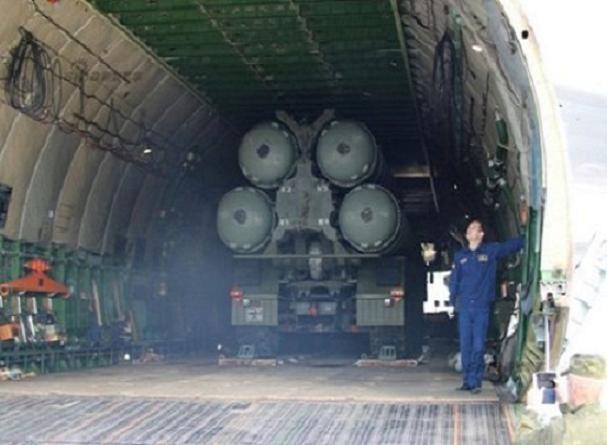 Hệ thống phòng không S-400 Nga từ trong khoang hàng của máy bay vận tải