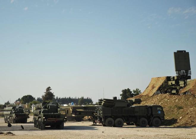 Hệ thống phòng không S-400 Nga triển khai bên cạnh các hệ thống phòng không bảo vệ Pantsir-S