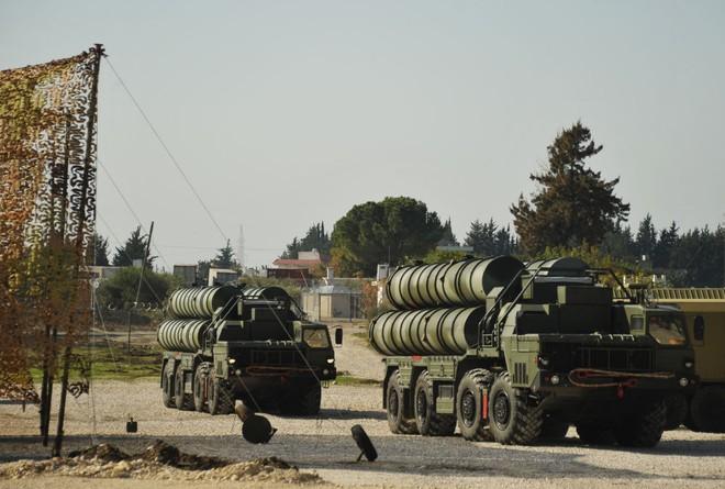Hệ thống phòng không S-400 Nga hành quân vào trận địa