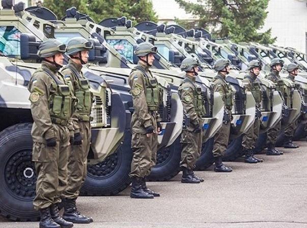 """Báo Mỹ: Washington cấp toàn khí tài """"phế thải"""" cho Ukraine"""