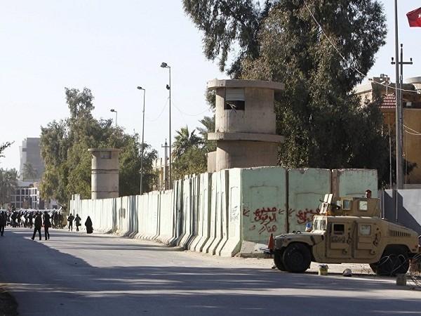 Lực lượng an ninh Iraq bảo vệ bên ngoài Đại sứ quán Thổ Nhĩ Kỳ ở Baghdad