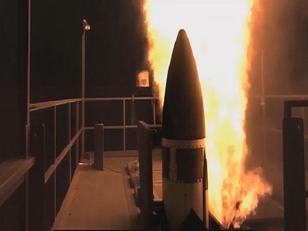 Trong một ngày Mỹ đã phóng thử 3 loại tên lửa ở ba địa điểm khác nhau ảnh 1