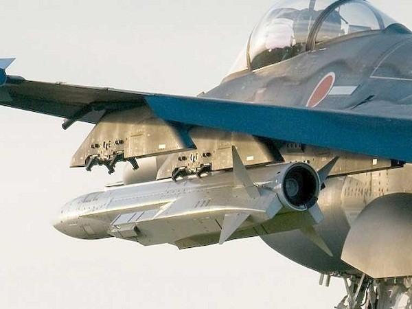Hình ảnh máy bay Nhật Bản mang theo hai quả đạn XASM-3 giả