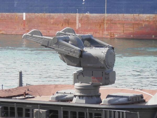 Hệ thống tên lửa đối không tầm trung Volna-M của khu trục hạm Smetlivyi