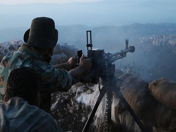 Lính Syria bắn phá một cứ điểm của khủng bố gần thành phố Latakia